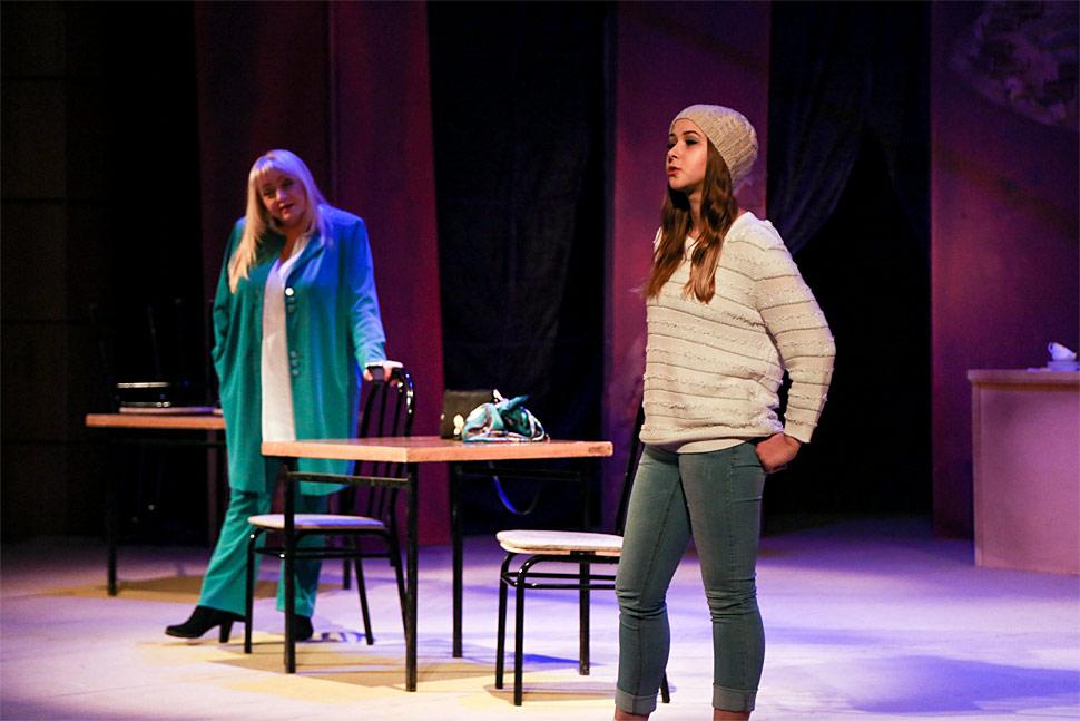 spektakl-vybiraj-mistika-i-filosofiya-na-scene-russkogo-teatra1