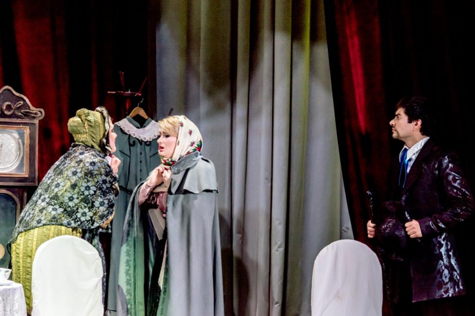 vstrechi-v-teatre-poezii-aktrisa-i-deputat-anna-bezrukova_6
