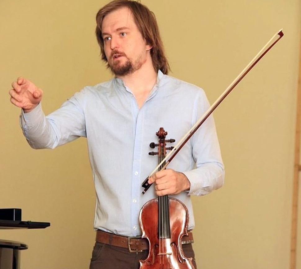 В Махачкале прошел мастер-класс скрипача Сергея Поспелова