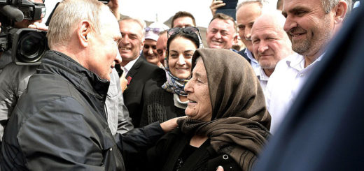 Путин возложил цветы к мемориалу в дагестанском Ботлихе