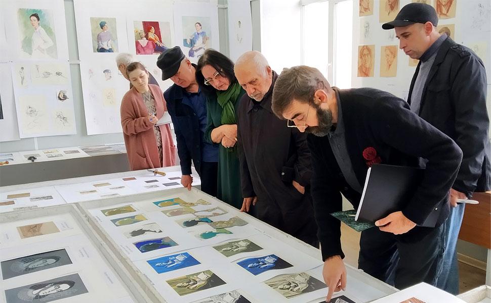 В ДГПУ прошел экзаменационный смотр по живописи, графике и скульптуре